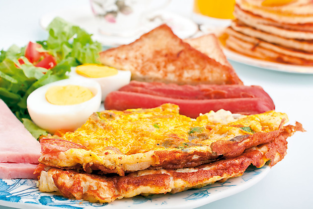 16361_stock-photo-omelette-with-ham-bacon-and-vegetables-close-up-shutterstock_47149117_630x0