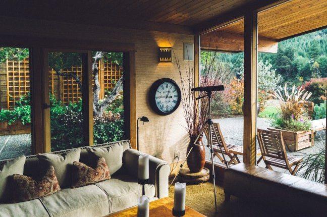 Pogled na enterijer doma