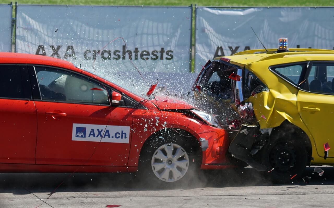 prikaz testa udesa dva automobila
